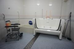 機械浴設置のバスルーム